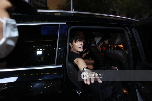 """Đại chiến đọ siêu xe: Nathan Lee mặc váy lồng lộn, gửi lời dằn mặt Ngọc Trinh, hoá ra siêu xe Rolls-Royce lại là... xích lô """"gôn goi"""" - Ảnh 3."""