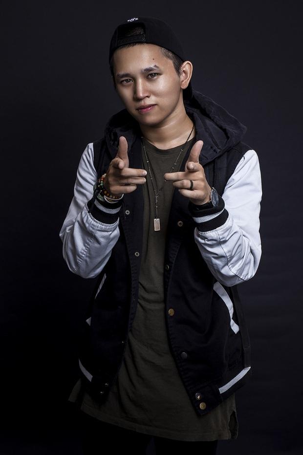B Ray lên tiếng về tin đồn ngồi ghế giám khảo Rap Việt: Ban đầu thì đùa nhưng giờ kêu làm không công cũng nhận? - Ảnh 4.