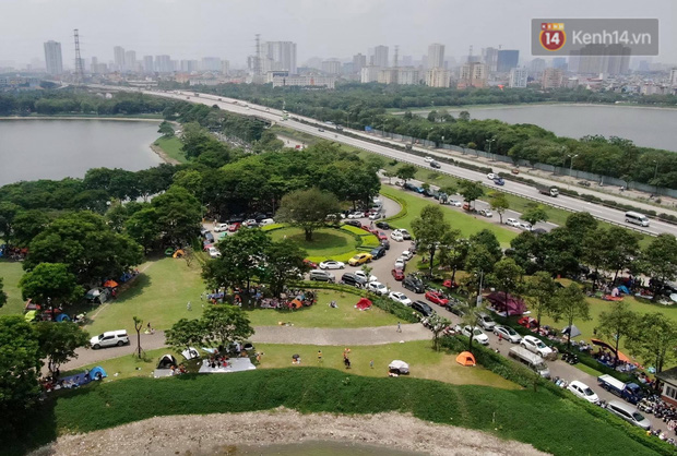 Nghỉ lễ giỗ Tổ Hùng Vương chỉ có 1 ngày, người dân Thủ đô ùn ùn đổ về công viên Yên Sở cắm trại, nướng thịt - Ảnh 2.