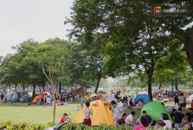 Nghỉ lễ giỗ Tổ Hùng Vương chỉ có 1 ngày, người dân Thủ đô ùn ùn đổ về công viên Yên Sở cắm trại, nướng thịt - Ảnh 10.