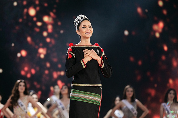 Rầm rộ tin Hoa hậu HHen Niê sẽ thành giám khảo Miss Universe 2020, khán giả Việt và Philippines tranh cãi nảy lửa - Ảnh 6.