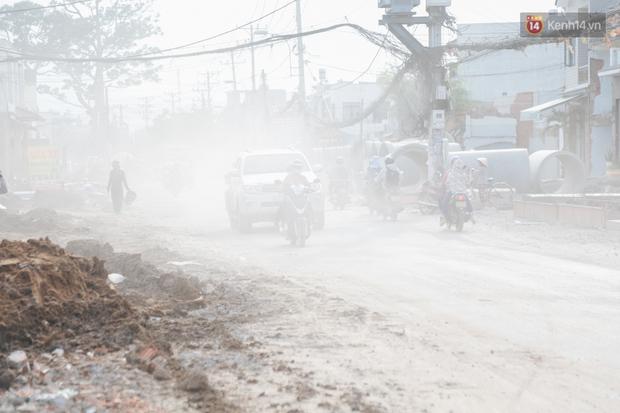 """Dân Sài Gòn kêu trời vì con đường """"đau khổ"""" làm 3 năm chưa xong: Nắng thì bụi mịt mù, mưa thì lầy lội ao nước! - Ảnh 3."""