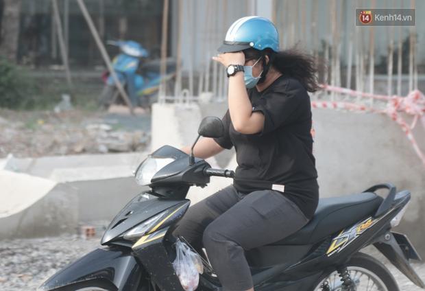 """Dân Sài Gòn kêu trời vì con đường """"đau khổ"""" làm 3 năm chưa xong: Nắng thì bụi mịt mù, mưa thì lầy lội ao nước! - Ảnh 5."""