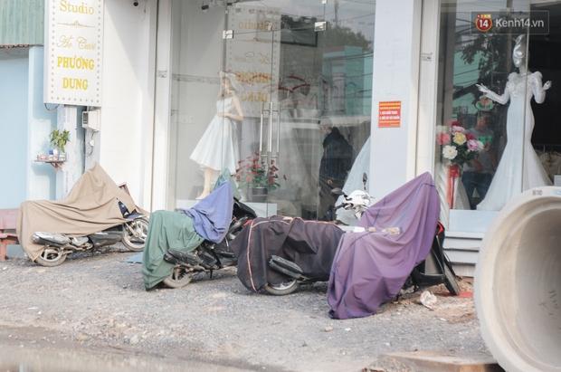 """Dân Sài Gòn kêu trời vì con đường """"đau khổ"""" làm 3 năm chưa xong: Nắng thì bụi mịt mù, mưa thì lầy lội ao nước! - Ảnh 9."""
