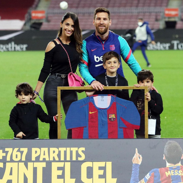 Động thái của vợ yêu Messi khiến fan Barca mừng húm - Ảnh 2.