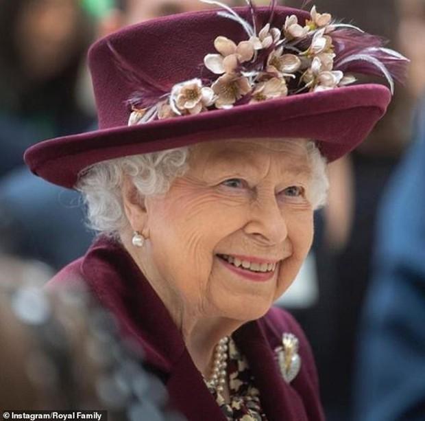 Trong ngày sinh nhật tuổi 95, Nữ hoàng Anh có động thái mới, cho thấy sự tinh tế và đẳng cấp cao sang của bà - Ảnh 3.