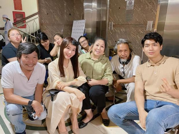 Hết Minh Hằng rồi đến Diễm My 9x khoe style công sở chuẩn sành điệu, thanh lịch trong phim mới - Ảnh 5.
