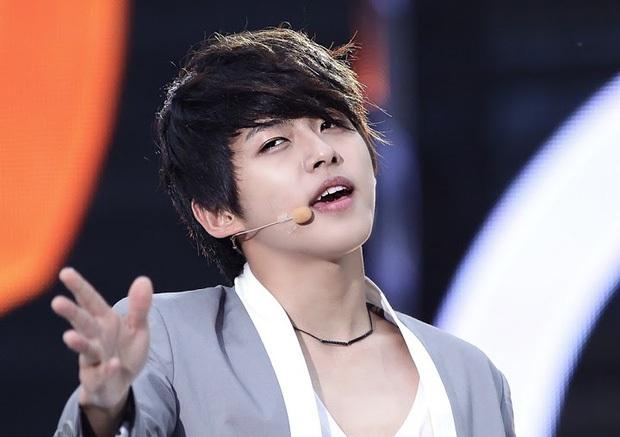 Sắp chạm đến đỉnh vinh quang của sự nghiệp lại đột ngột từ giã ngành giải trí, 5 idol Kpop khiến fan tiếc nuối - Ảnh 15.
