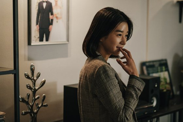 """Hé lộ ảnh hậu trường mới của """"điên nữ"""" Seo Ye Ji, bất chấp phốt vẫn phải công nhận visual đẹp muốn xỉu - Ảnh 2."""