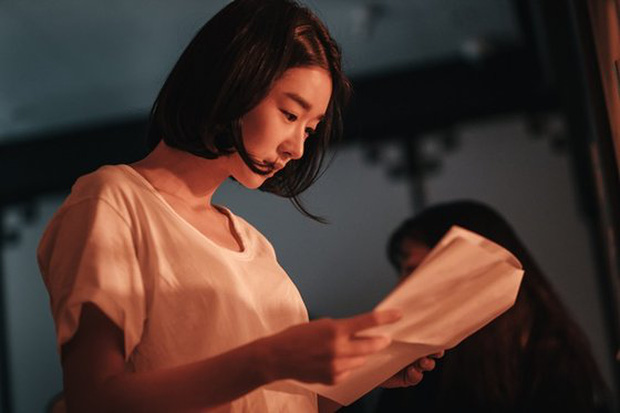 """Hé lộ ảnh hậu trường mới của """"điên nữ"""" Seo Ye Ji, bất chấp phốt vẫn phải công nhận visual đẹp muốn xỉu - Ảnh 3."""