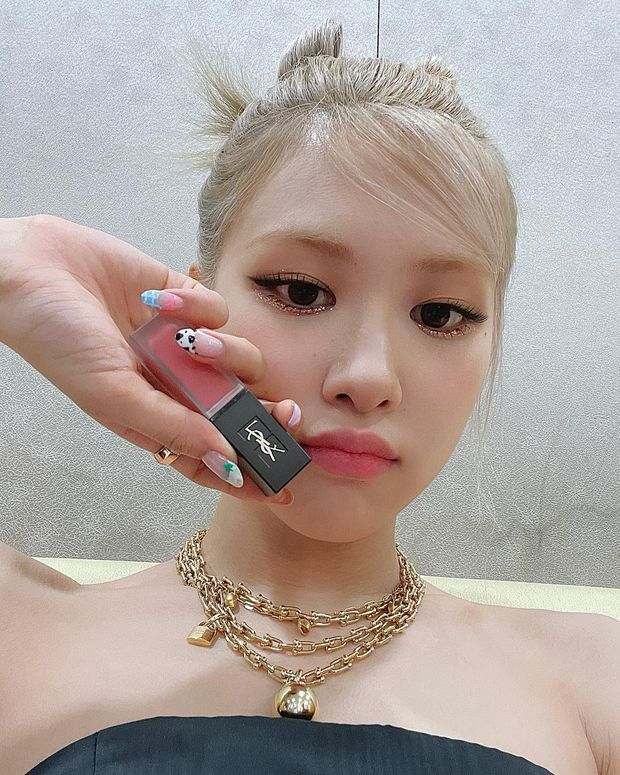 Muốn biết Rosé là đại sứ có tâm thế nào với Tiffany & Co, nhìn vào cổ của cô là biết ngay! - Ảnh 3.