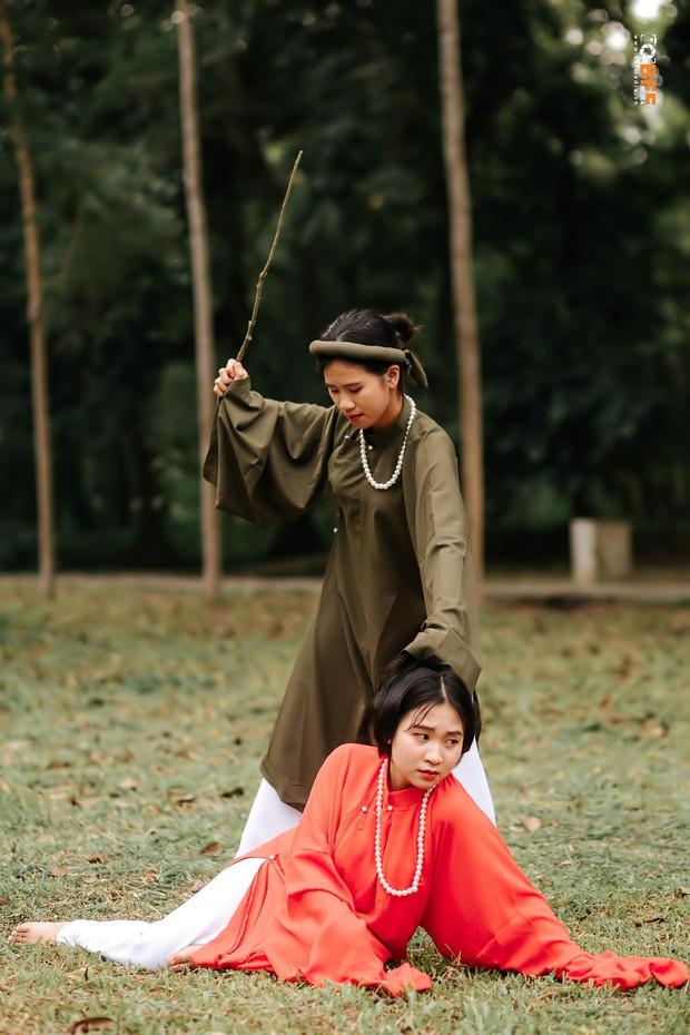 Lớp học may mắn nhất: Đang chụp ảnh kỷ yếu thì Mai Phương Thuý đi ngang qua và thế là có ảnh với hoa hậu - Ảnh 7.