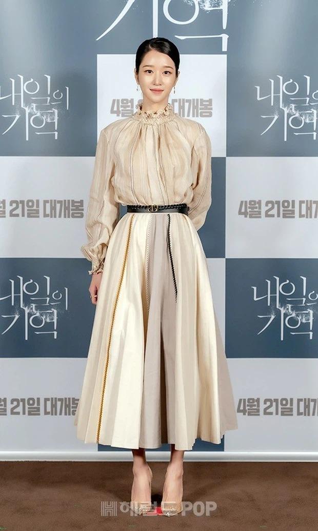 """Hé lộ ảnh hậu trường mới của """"điên nữ"""" Seo Ye Ji, bất chấp phốt vẫn phải công nhận visual đẹp muốn xỉu - Ảnh 7."""