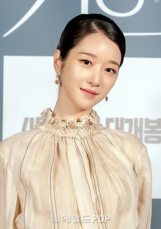 """Hé lộ ảnh hậu trường mới của """"điên nữ"""" Seo Ye Ji, bất chấp phốt vẫn phải công nhận visual đẹp muốn xỉu - Ảnh 6."""