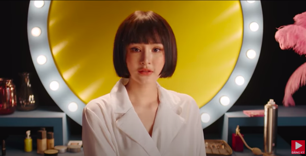 Nhan sắc Hiền Hồ trong MV mới với Thiều Bảo Trâm nhìn gượng gạo quá, cả má lẫn môi đều sưng phồng như tượng sáp? - Ảnh 2.