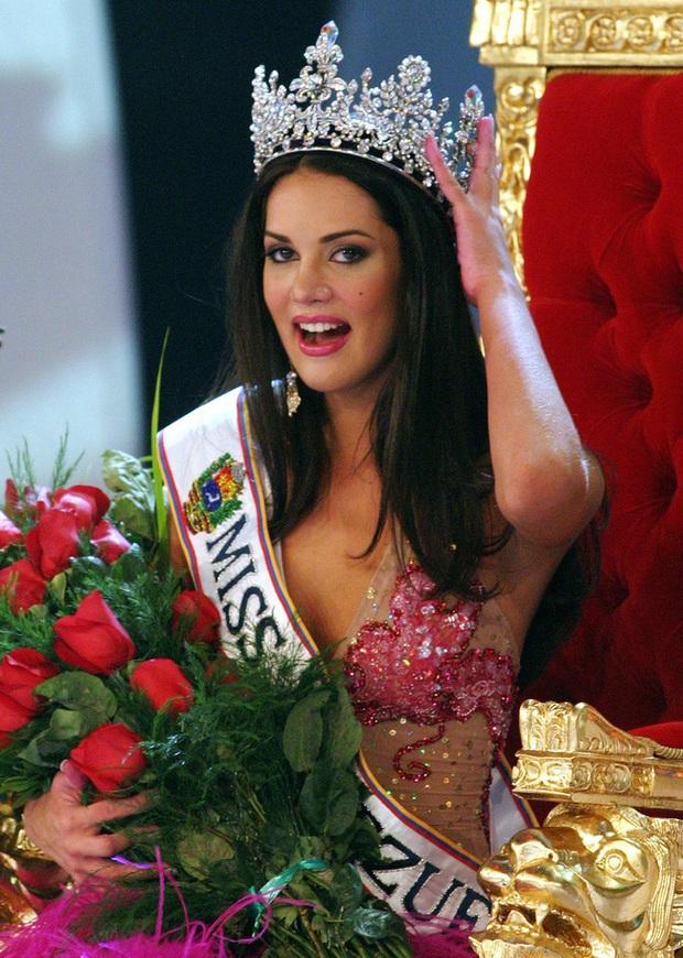 Chứng kiến cảnh cha mẹ bị giết chết, con gái nhỏ của Hoa hậu Venezuela may mắn sống sót có cuộc sống gây kinh ngạc sau 7 năm - Ảnh 1.