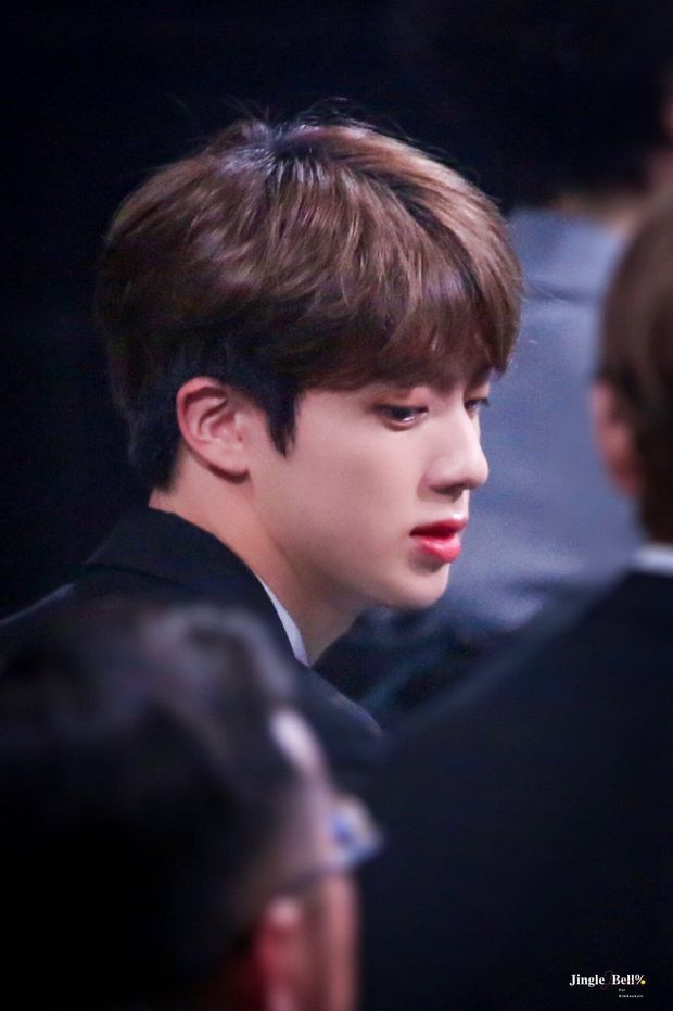 Netizen đang bàn xem 3 anh chàng BTS ai có góc nghiêng thần thánh hơn thì nam idol có sống mũi cứa đứt tay chiếm sóng tất cả - Ảnh 6.