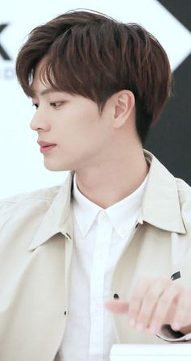 Netizen đang bàn xem 3 anh chàng BTS ai có góc nghiêng thần thánh hơn thì nam idol có sống mũi cứa đứt tay chiếm sóng tất cả - Ảnh 23.