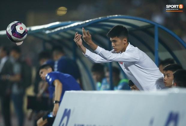 CLB Nam Định bị phạt tiền vì chiêu trò câu giờ ở trận thắng TP.HCM - Ảnh 1.