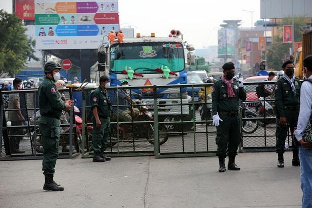 Thái Lan ghi nhận 7 ca tử vong trong 24 giờ, Campuchia phát hiện 450 ca mắc mới - Ảnh 1.