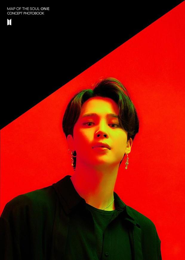 BTS tung bộ ảnh kiếp đỏ đen vừa xinh vừa biết thế nào là ảo, bắt nạt fan bằng visual quyến rũ - Ảnh 3.