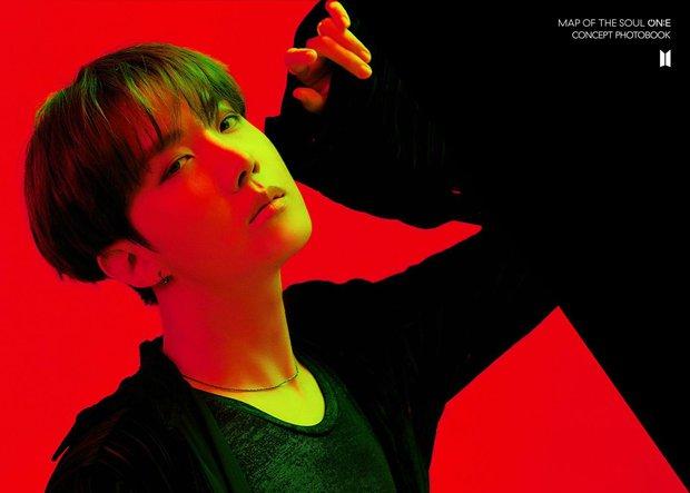 BTS tung bộ ảnh kiếp đỏ đen vừa xinh vừa biết thế nào là ảo, bắt nạt fan bằng visual quyến rũ - Ảnh 4.