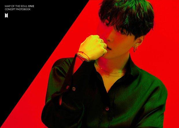 BTS tung bộ ảnh kiếp đỏ đen vừa xinh vừa biết thế nào là ảo, bắt nạt fan bằng visual quyến rũ - Ảnh 6.