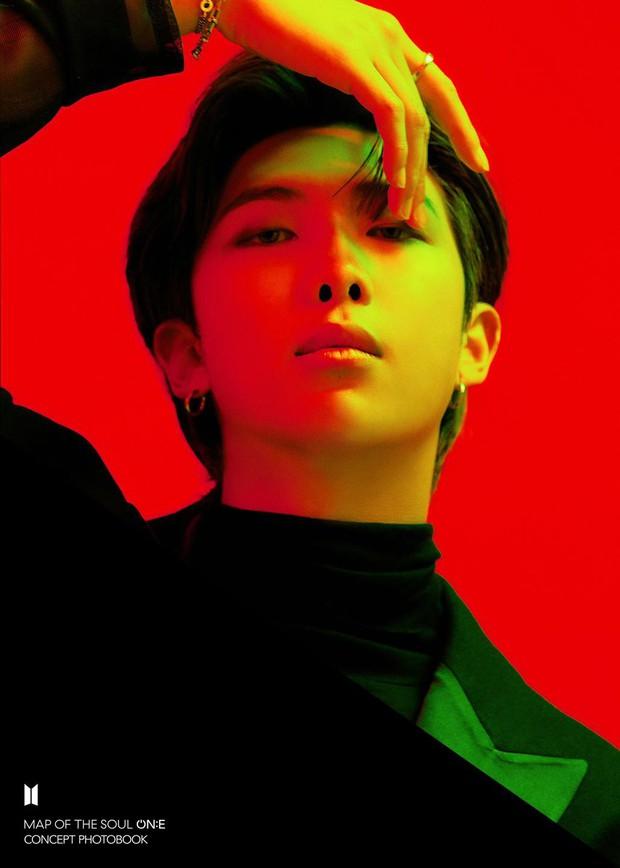 BTS tung bộ ảnh kiếp đỏ đen vừa xinh vừa biết thế nào là ảo, bắt nạt fan bằng visual quyến rũ - Ảnh 7.