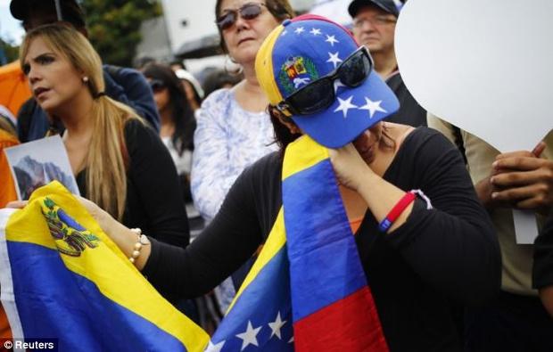 Chứng kiến cảnh cha mẹ bị giết chết, con gái nhỏ của Hoa hậu Venezuela may mắn sống sót có cuộc sống gây kinh ngạc sau 7 năm - Ảnh 8.