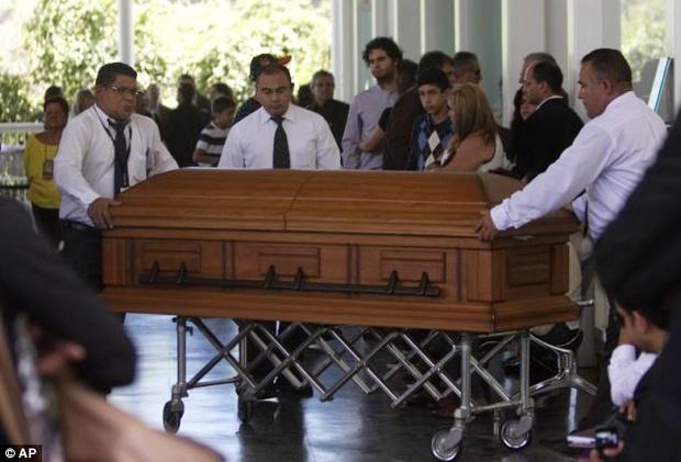Chứng kiến cảnh cha mẹ bị giết chết, con gái nhỏ của Hoa hậu Venezuela may mắn sống sót có cuộc sống gây kinh ngạc sau 7 năm - Ảnh 9.