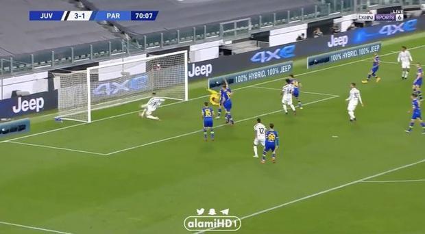 Thảm họa Ronaldo xếp hàng rào chống đá phạt: Cúi đầu che mặt, để mặc bóng bay vào lưới - Ảnh 5.