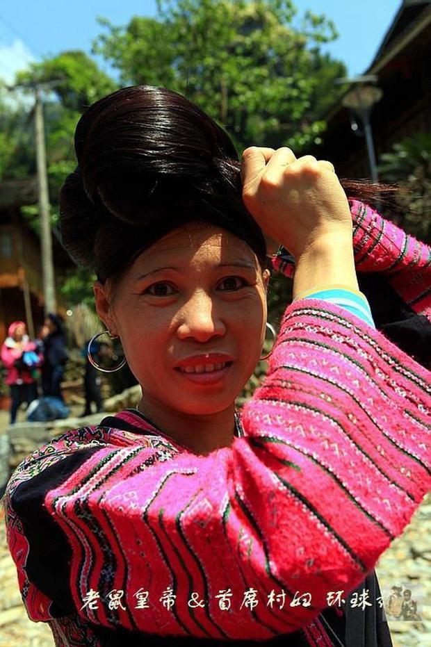 Ngôi làng có nhiều người để tóc dài nhất thế giới: Kỷ lục mái tóc 1,9m, muốn chiêm ngưỡng phải kết hôn và bí quyết sở hữu mái tóc luôn đẹp, luôn thơm - Ảnh 5.