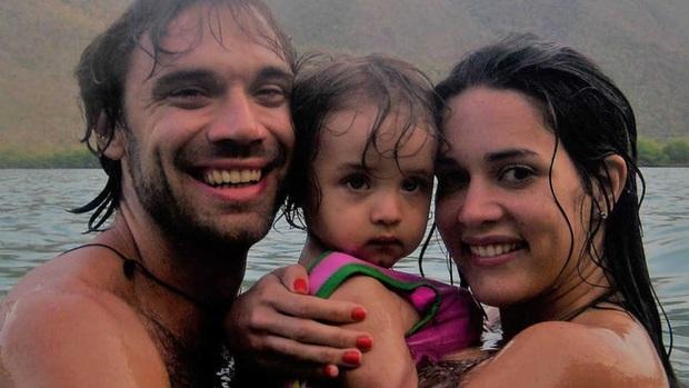 Chứng kiến cảnh cha mẹ bị giết chết, con gái nhỏ của Hoa hậu Venezuela may mắn sống sót có cuộc sống gây kinh ngạc sau 7 năm - Ảnh 4.