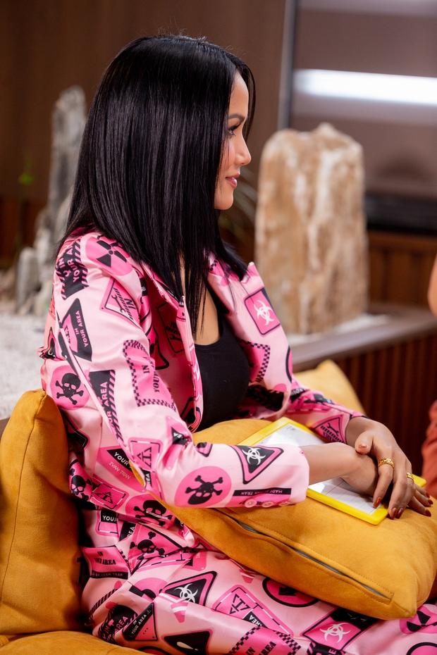 Khánh Vân được đàn chị dặn đề phòng vì có thể bị chơi xấu ở Miss Universe - Ảnh 3.