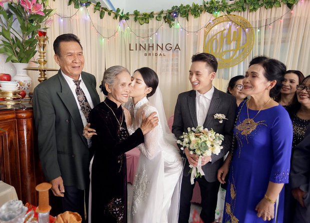 """Đám cưới Phan Mạnh Quỳnh và vợ hot girl tại Nha Trang: Cô dâu khoe vòng 1 hững hờ, """"cẩu lương"""" ngập trời trong ngày trọng đại - Ảnh 5."""