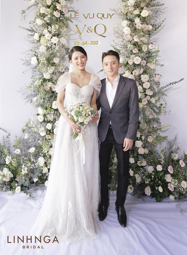 """Đám cưới Phan Mạnh Quỳnh và vợ hot girl tại Nha Trang: Cô dâu khoe vòng 1 hững hờ, """"cẩu lương"""" ngập trời trong ngày trọng đại - Ảnh 2."""