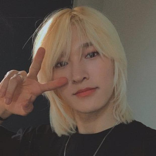 Idol Hàn Quốc nuôi tóc giấu mặt từ lúc debut, đến khi nổi tiếng muốn cắt tóc nhưng sợ fan không nhận ra - Ảnh 6.