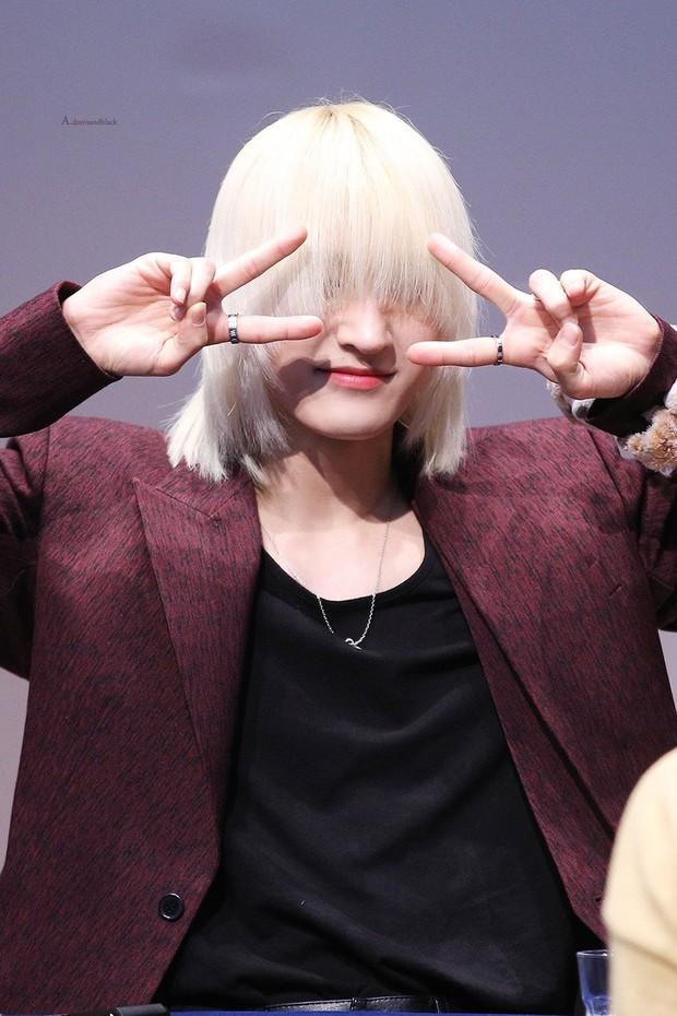 Idol Hàn Quốc nuôi tóc giấu mặt từ lúc debut, đến khi nổi tiếng muốn cắt tóc nhưng sợ fan không nhận ra - Ảnh 1.