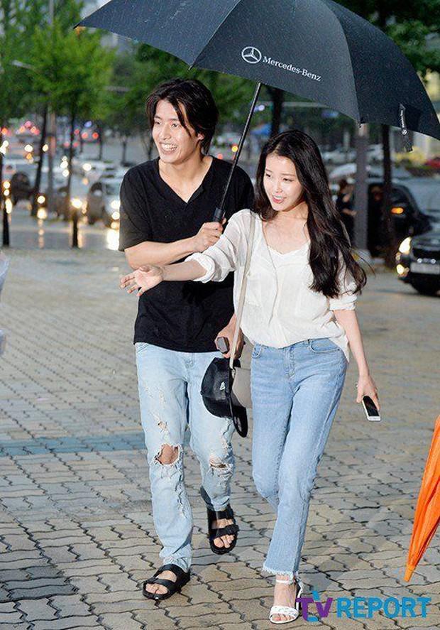 Hot lại khoảnh khắc Kang Ha Neul phũ IU tại họp báo, bản chất có giống vụ Kim Jung Hyun xa lánh Seohyun? - Ảnh 8.