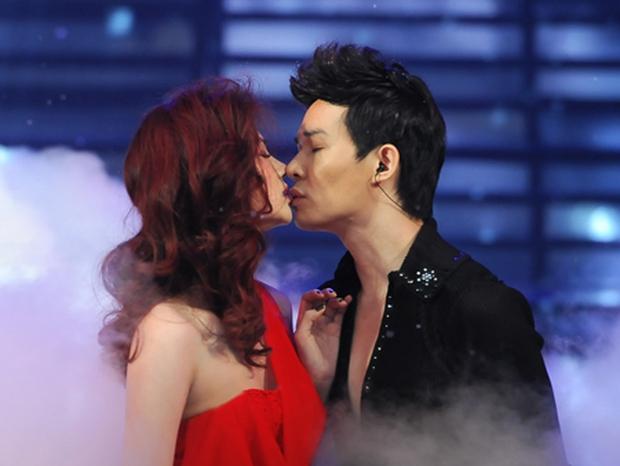Nathan Lee và những nụ hôn mang hương vị tình bạn: Từ Lý Nhã Kỳ, Phương Mai đến màn khóa môi nóng rực trên show - Ảnh 6.