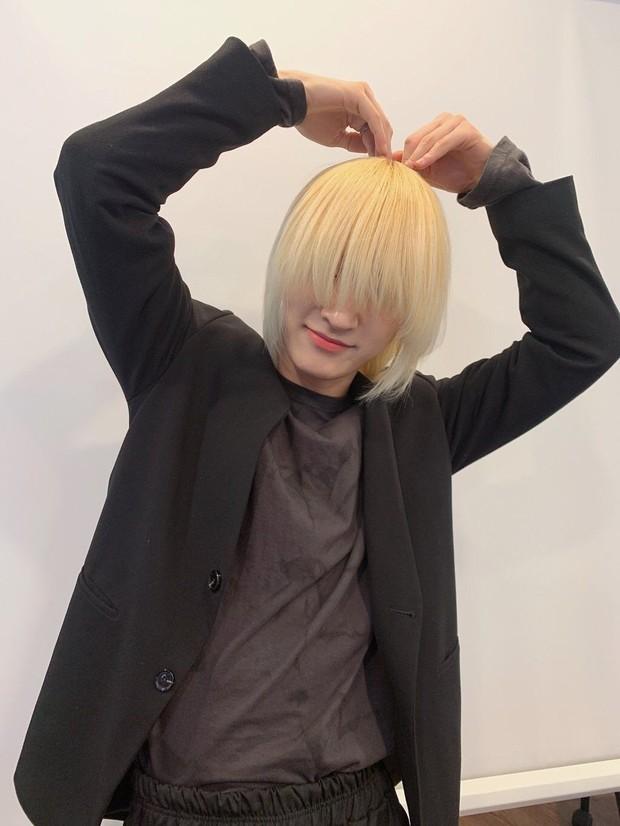 Idol Hàn Quốc nuôi tóc giấu mặt từ lúc debut, đến khi nổi tiếng muốn cắt tóc nhưng sợ fan không nhận ra - Ảnh 2.