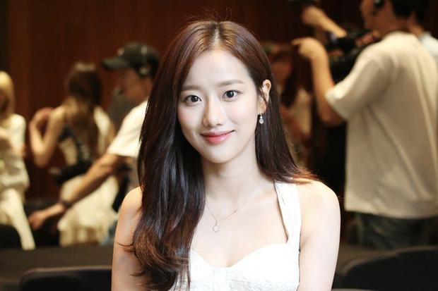 Drama chưa từng có ở Kpop: Bị thành viên bắt nạt, nữ idol bị cả... mẹ ruột của kẻ đầu têu hùa vào chế giễu trên truyền hình - Ảnh 5.