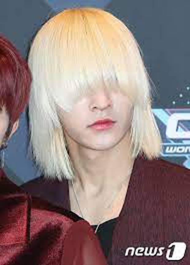 Idol Hàn Quốc nuôi tóc giấu mặt từ lúc debut, đến khi nổi tiếng muốn cắt tóc nhưng sợ fan không nhận ra - Ảnh 3.