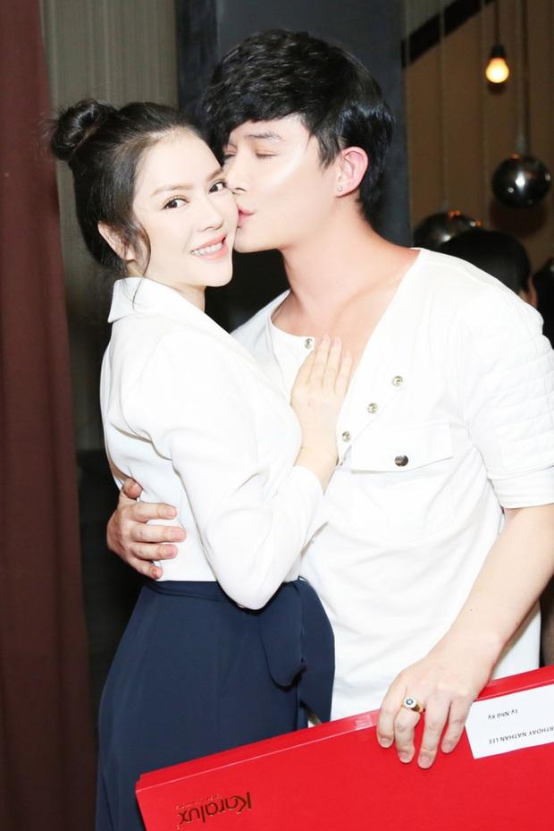 Nathan Lee và những nụ hôn mang hương vị tình bạn: Từ Lý Nhã Kỳ, Phương Mai đến màn khóa môi nóng rực trên show - Ảnh 3.