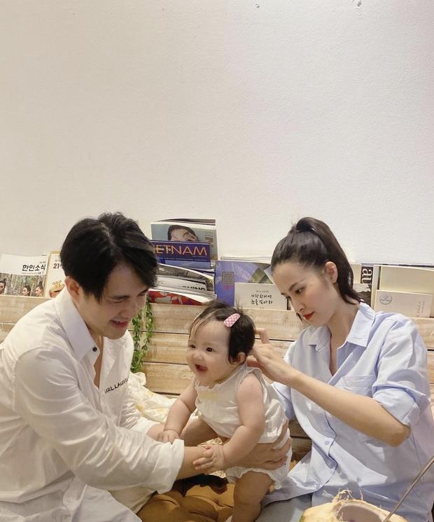 """Đông Nhi và Ông Cao Thắng mải miết chăm con, Winnie biểu cảm """"thánh meme"""" giật trọn spotlight cặp bố mẹ quyền lực - Ảnh 4."""