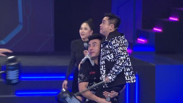 Lê Dương Bảo Lâm tích cực giúp đồng nghiệp chơi ăn gian vì... chiều cao hạn chế - Ảnh 4.