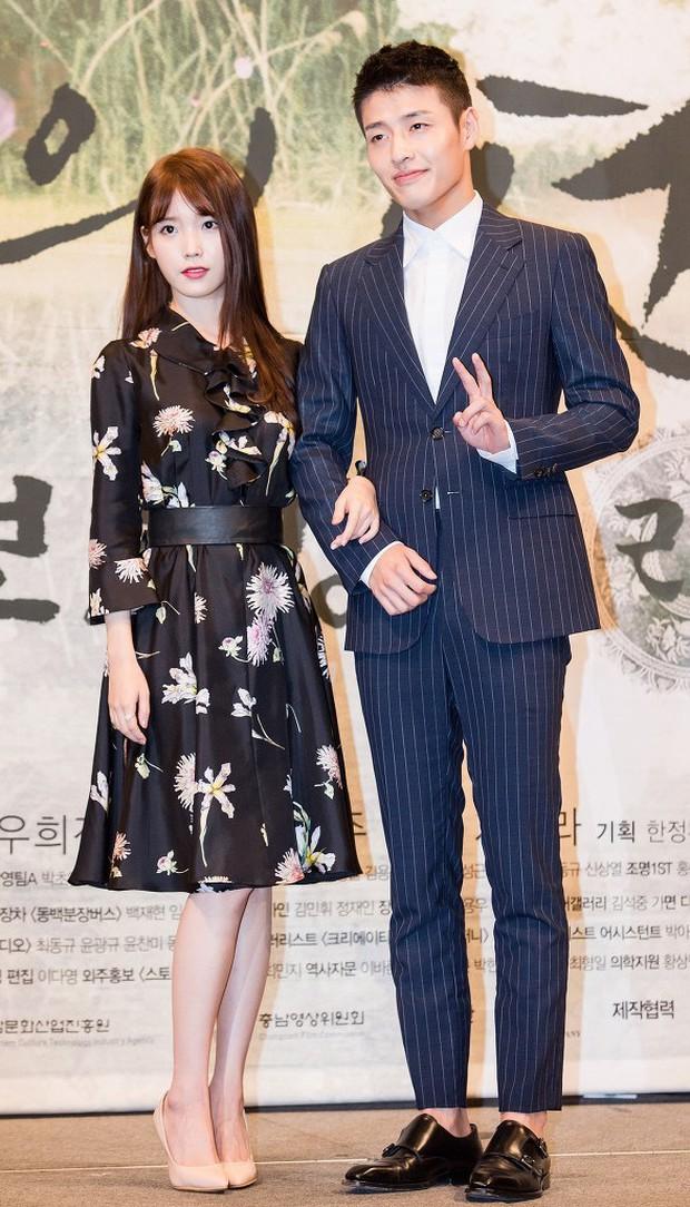 Hot lại khoảnh khắc Kang Ha Neul phũ IU tại họp báo, bản chất có giống vụ Kim Jung Hyun xa lánh Seohyun? - Ảnh 7.