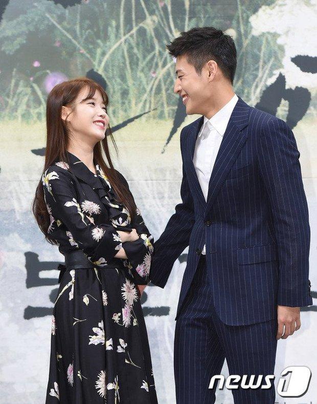 Hot lại khoảnh khắc Kang Ha Neul phũ IU tại họp báo, bản chất có giống vụ Kim Jung Hyun xa lánh Seohyun? - Ảnh 6.