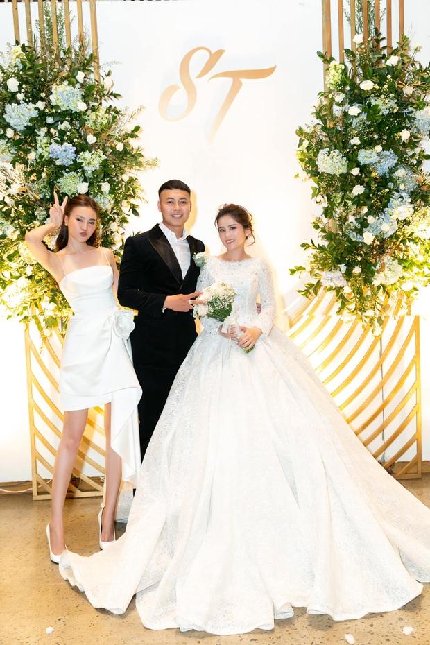 Chị gái tâm lý số 1 gọi tên Lan Ngọc: Tặng bộ nhẫn đính toàn kim cương, dùng cả ekip riêng hỗ trợ em dâu trong đám cưới - Ảnh 4.