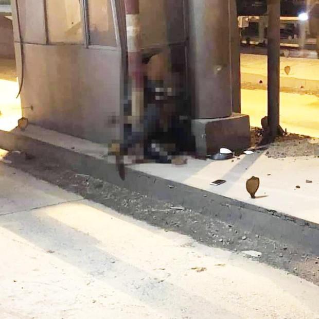 Hiện trường ám ảnh vụ thanh niên lái Exciter tông thẳng vào trạm thu phí tử vong tại chỗ ở Đồng Nai - Ảnh 1.